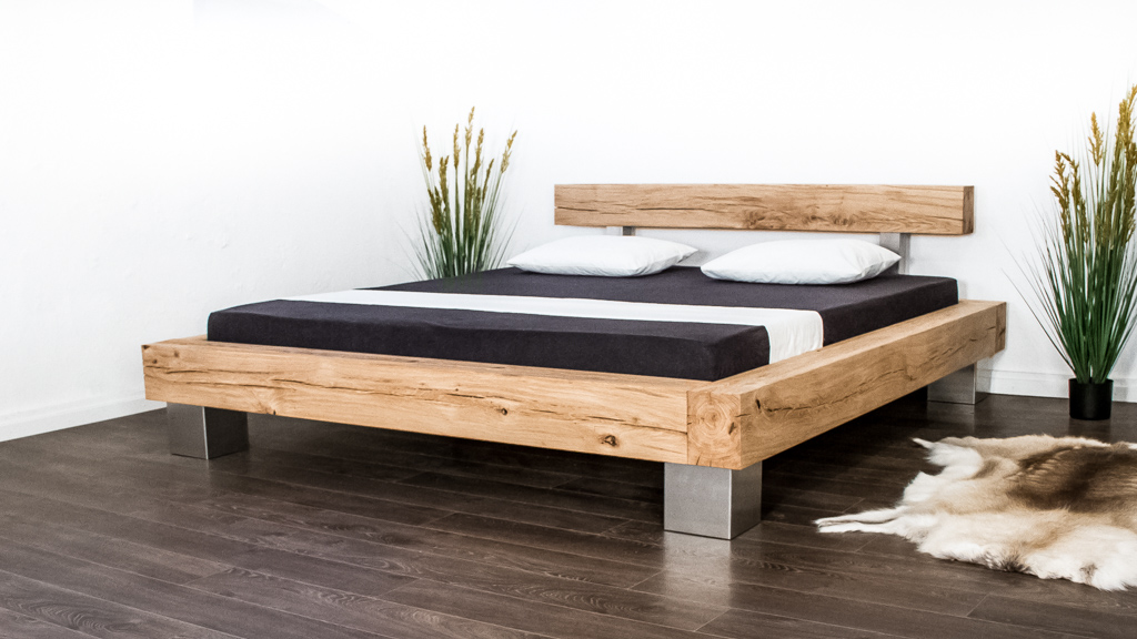 Rustikales Balkenbett aus Massivholz von farao design