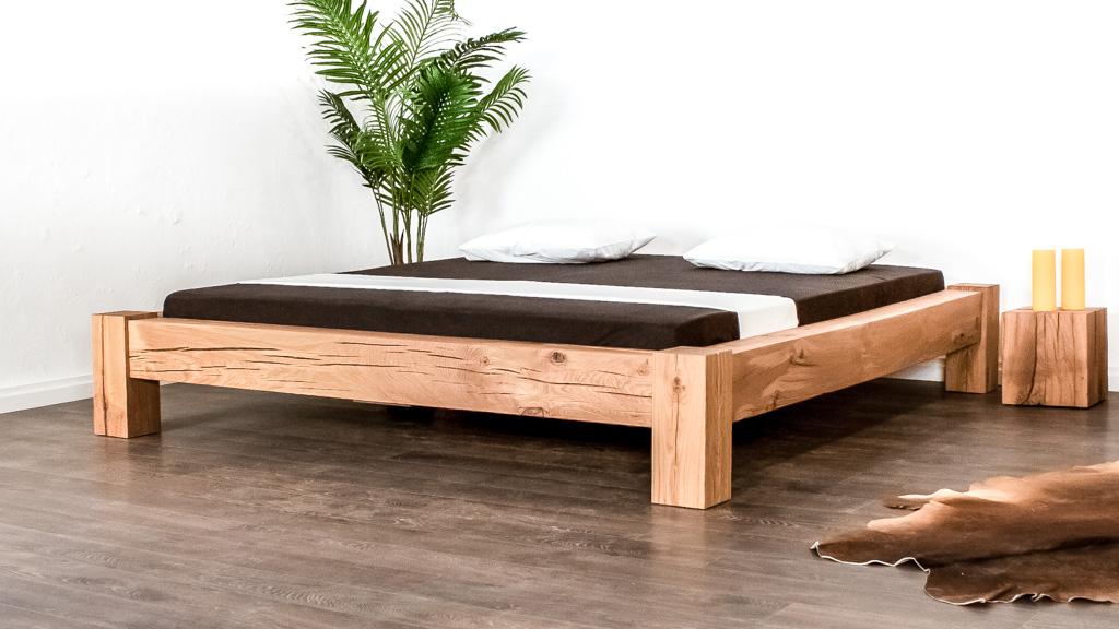 Balkenbett aus Eichenholz rustikal