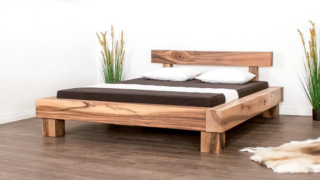 Balkenbett massiv aus Schweizer Holz