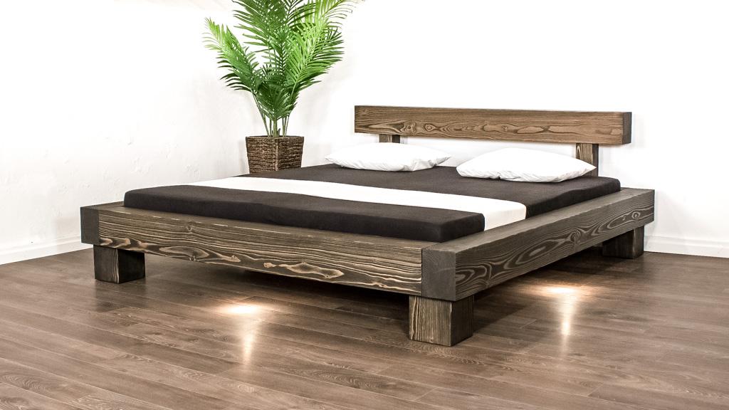 Ein Massivholzbett aus Balken 160x200 cm