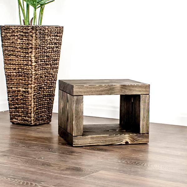 Beistelltisch oder Nachttisch aus Schweizer Massivholz