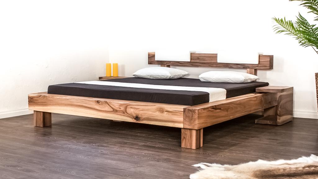 Massivholz Balkenbett aus Schweizer Nussbaum Holz